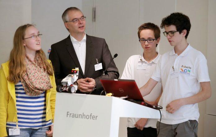 Schüler mit Dr. Wieland Holfelder, Leiter Entwicklung Google Deutschland