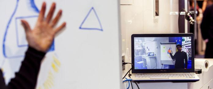 Zukunftsweisende Konzeption: Im Zusammenspiel von digitalSTROM mit dem Kinect-Sensor von Microsoft wird eine innovative und hochintuitive Steuerung eines Smart Homes möglich.