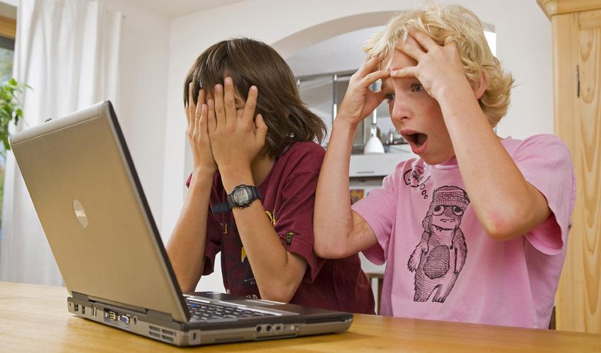 Kaspersky: Kinder mit Laptop