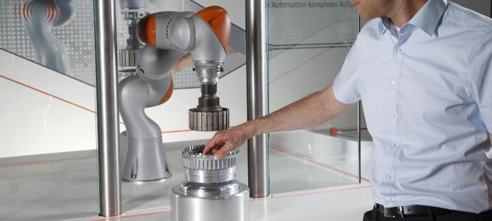 Microsoft und Kuka mit Roboter der Zukunft auf der Hannover Messe